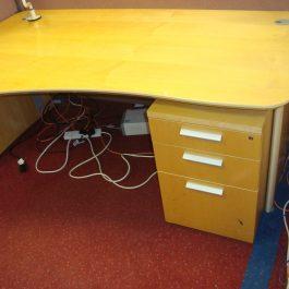 Verco Panel End Exec Wave Desk and Pedestal – Maple Veneer